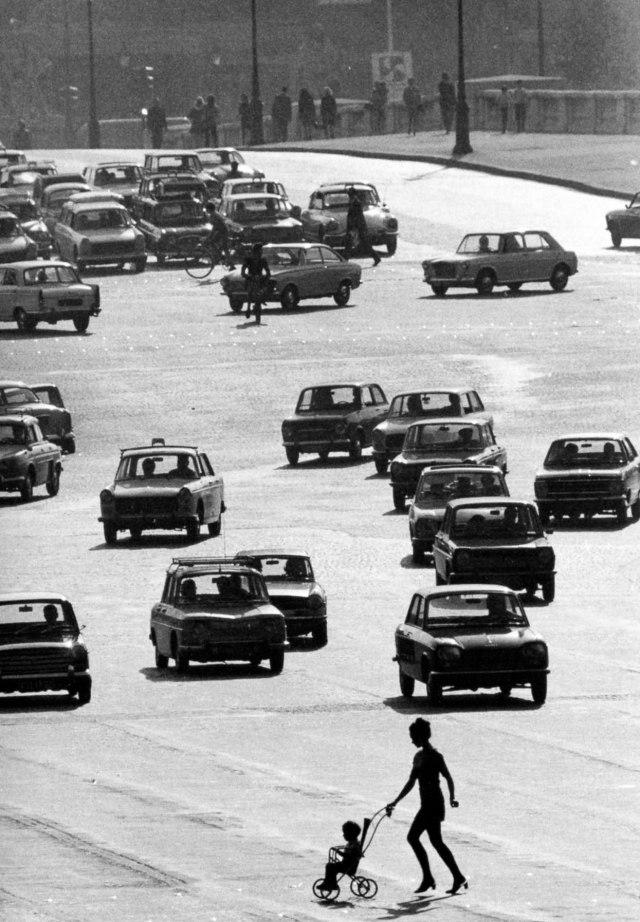 Place de La Concorde, 1969. Robert Doisneau.