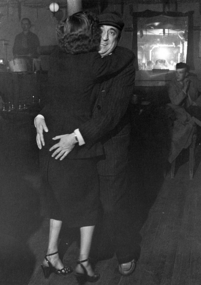 Le Java, 1951. Robert Doisneau.