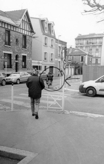 Turning into Rue Chaintron from Place Jules Ferry. The Phantom of Robert Dosineau? Circled: A postman on a modern Post bicycle.