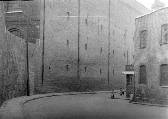 Wapping wine, Thomas More Street?
