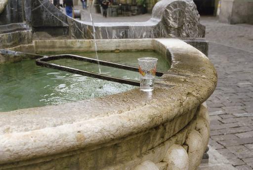 Drinkinbg water Bern014