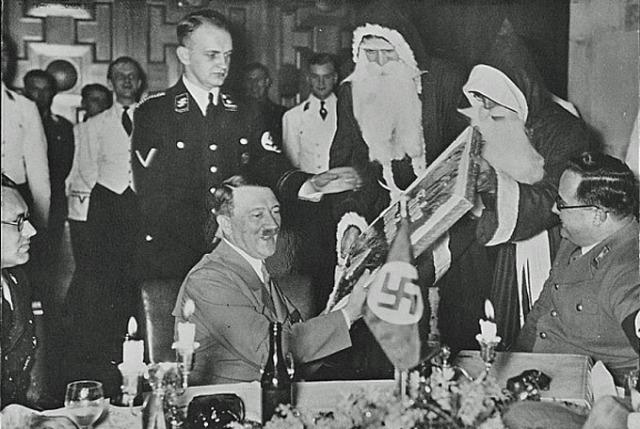 3-hitler-christmas